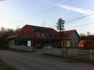 Nowoczesne lukarny w budynku laboratorium AGH w Miękini pod Krakowem